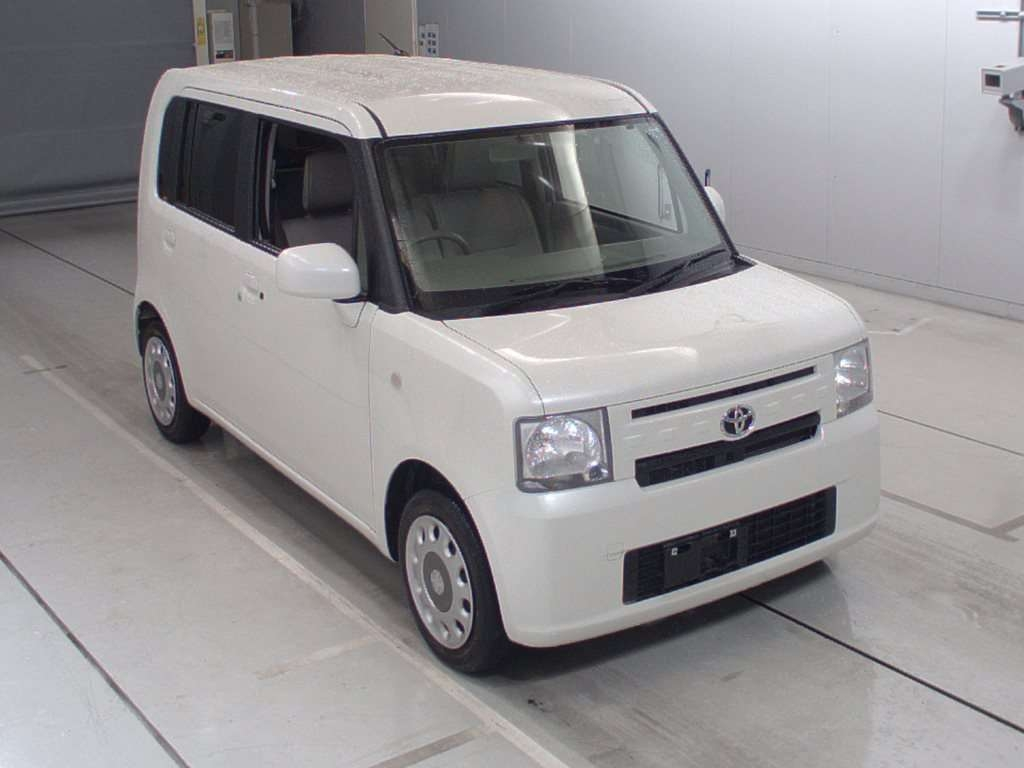 Buy used TOYOTA PIXIS SPACE at Japanese auctions