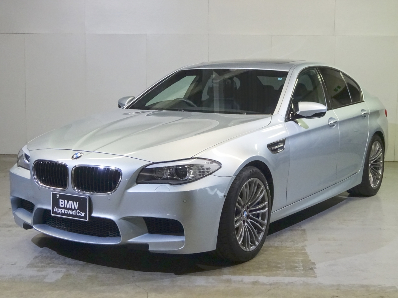 Buy used BMW M5 at Japanese auctions
